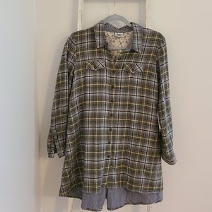 Ivy Jane♡ Plaid lace button down tunic top